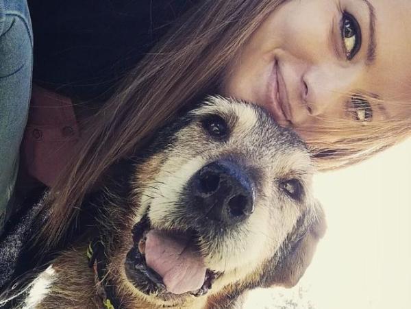 La bella storia di Debora Rizzo, la volontaria che aiuta i cani che nessuno vuole!